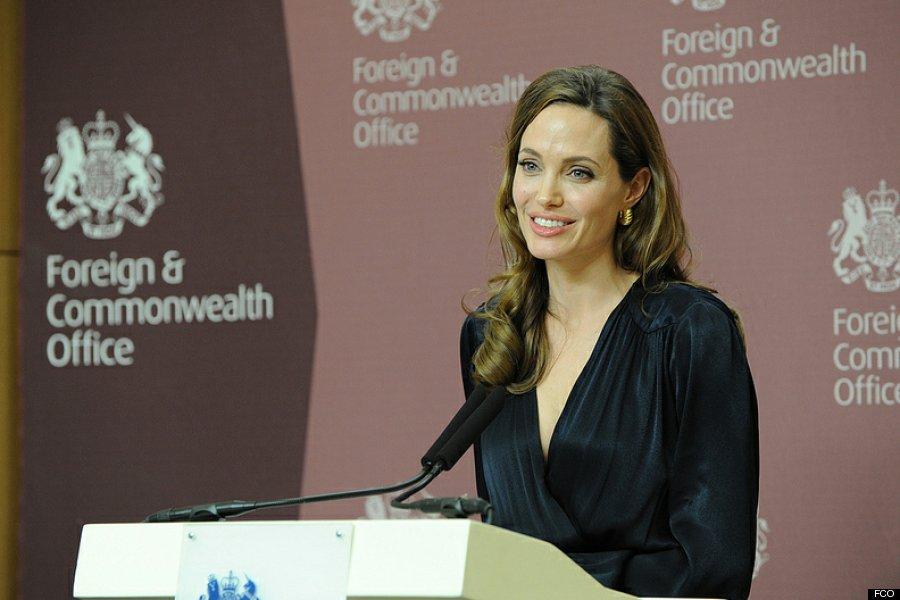 Jolie donates $100,000 to help refugees